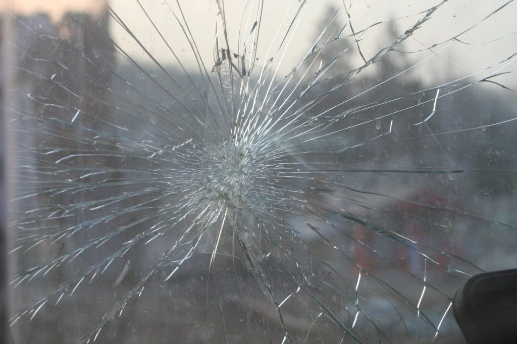 "Cracked-windshield-""cover-your-load""-law-Washington"